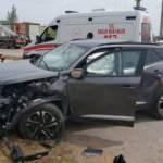 Antalya'da otomobiller çarpıştı: 2 si ağır 5 yaralı