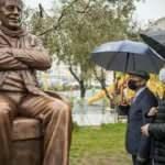 İzmir Büyükşehir Belediyesi'nden 'Kaç heykel yaptık' ihalesi