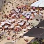 Maske zorunluluğunun kalktığı İsrail'de halk plajlara akın etti