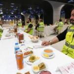Bakan Karaismailoğlu metro çalışmasında işçilerle iftar yaptı