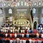 Bugün Cuma Namazı camide kılınacak mı? Tam kapanmada camiler açık mı olacak?