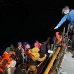 Çanakkale açıklarında 56 düzensiz göçmen kurtarıldı