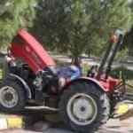 Kapı kirişi üzerine devrilen traktör sürücüsü öldü