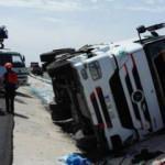 Limon yüklü TIR devrildi, sürücü hayatını kaybetti