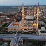 Türk-İslam mimarisinin gözbebeğine korona ayarı