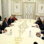 Sergey Lavrov, Paşinyan'la bir araya geldi. Masada Karabağ konusu var