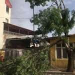 Aksaray'da 'kum fırtınası' cami minaresini yıktı
