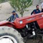 Devrilen traktörün altında kaldı, ölümden döndü