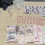 Durdurulan araçta üzerlerinde uyuşturucu bulunan 4 kişiye gözaltı