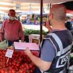Edirne'de poşetleri diliyle parmaklarını ıslatarak açan pazarcıya ceza