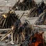 Hindistan'da krematoryumlardaki yoğunluk sürüyor