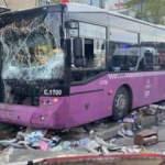 İETT otobüsü üst geçidin asansörüne çarptı: 1 yaralı