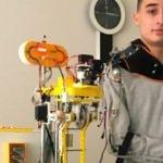 Lise öğrencisi mobil robot kol projesiyle dünya birincisi oldu