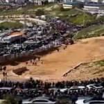 Binlerce Filistinli Mescid-i Aksa'ya yürüyor