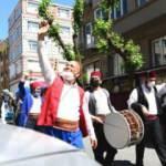 Fatih'in Sokaklarında Bayram Coşkusu