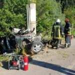 Kartepe'de otomobil elektrik direğine çarptı: 1 ölü, 1 yaralı