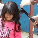 Kızılay gönüllüleri kırsaldaki kız çocuklarına çifte bayram yaşattı