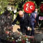 MHP Genel Başkanı Bahçeli'den Türkeş'in mezarına ziyaret