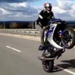Motosikletli gençlerin ölümle dansı kamerada
