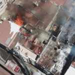 Eyüpsultan'da bir binanın çatısında yangın