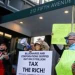 Milyonerlerden Jeff Bezos'un evinin önünde protesto: Vergiler artırılsın