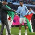 Riyad Mahrez, şampiyonluk kutlamasında Filistin bayrağı açtı