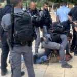 Yahudi işgalcilerden İsrail polisi ile Mescid-i Aksa'ya baskın