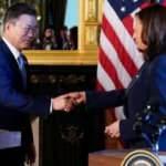 Kamala Harris, Güney Kore lideriyle tokalaştıktan sonra elini sildi