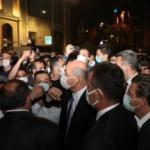 Bakanı Soylu, kendisine destek için gelen vatandaşlarla selamlaştı