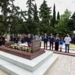 Dışişleri Bakanı Çavuşoğlu, Dr. Sadık Ahmet'in Gümülcine'deki kabrini ziyaret etti