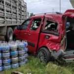 Tüp dolu kamyonet oto galeriye daldı: 7 araç zarar gördü