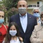 Çavuşoğlu halkla Türkçe konuştu, Yunan muhabir tuhaf bir anons çekti