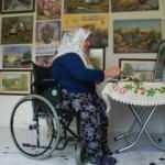 58 yaşındaki 'Şalvarlı ressam' engellere kafa tutuyor!