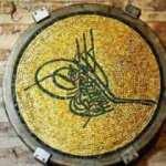 Ayasofya Camii'ndeki Mozaik Tuğra hangi padişaha hediye edilmiştir?