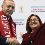 Erdoğan, Başkan Şahin'in projelerini övgüyle örnek gösterdi