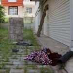 Evine balkondan girmeye çalışan kadın beton zemine düştü