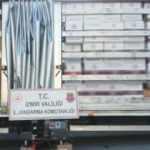 İzmir'de kaçakçılık operasyonu! 1 milyon 776 bin bandrolsüz sigara ele geçirildi