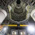 NASA, Ay'a ilk kadını taşıyacak dev roketleri bir araya getirdi