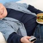 Ekran başında yemek yiyen çocuklar obez oluyor!