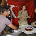 Kavga ihbarına giden jandarma ekiplerine pastalı kutlama