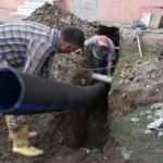 5 yaşındaki çocuk oyun oynarken kanalizasyon borusuna sıkıştı!