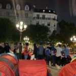 Fransa'da düzensiz göçmenler kamp kurdu