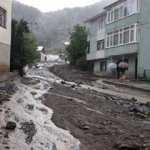 Giresun'da etlili sağanak; dere taştı, yollar çamurla kaplandı
