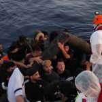 İzmir açıklarında Türk kara sularına itilen 51 sığınmacı kurtarıldı