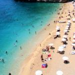 Antalya'nın meşhur plajına yoğun ilgi! Akın akın gidiyorlar