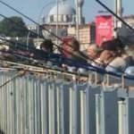 İstanbul Boğazı ve Galata Köprüsü olta balıkçıların akınına uğradı