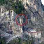 Sümela Manastırı'nı tehdit eden 360 tonluk kaya, çelik kazıklarla sabitlenecek