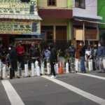 Endonezya'da oksijen tüpü kuyruğu!
