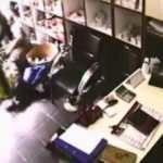 Kartal'da silahlı şahsın, kavga ettiği iş yeri sahibini vurduğu anlar kamerada