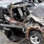 Otomobil, römorka çarptı; sürücü ile annesi yaralandı, eşi öldü